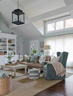 Schickes Wohnzimmer im Übergangsstil