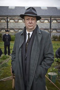 Roger Allam in Endeavour Endeavour Tv Series, Endeavour Morse, Famous Detectives, Tv Detectives, Inspector Morse, Roger Allam, Shaun Evans, Murder Mysteries, Dad Birthday