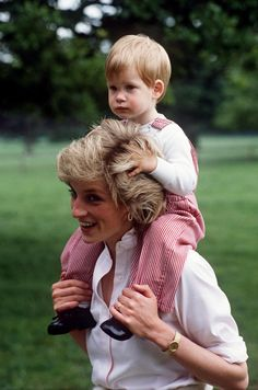 TETBURY, UNITED KINGDOM - JULY 18:  Princess Diana Carries Prince Henry (harry) On Her Shoulders At Highgrove.  (Photo by Tim Graham/Getty Images) via @AOL_Lifestyle Read more: https://www.aol.com/article/entertainment/2017/04/10/what-if-heres-what-princess-diana-michael-jackson-and-heath-l/22034151/?a_dgi=aolshare_pinterest#fullscreen
