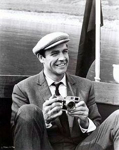 Sean Connery in a tweed cap Sean Connery, James Bond, Scottish Actors, British Actors, People Of Interest, Hollywood Icons, Hats For Men, Movie Stars, Famous People