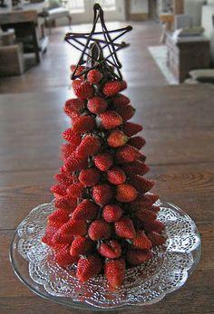 Árvore de Natal de morangos com chocolate - Artesanato Brasil