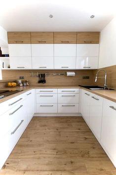 Bílá kuchyně s americkou lednicí Kitchen Cabinets Decor, Kitchen Room Design, Kitchen Cabinet Design, Home Decor Kitchen, Kitchen Layout, Interior Design Kitchen, Home Kitchens, Kitchen Ideas, Kitchen Inspiration
