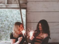photography. . cool pictures. filter. girl photography. photo ideas. Picture ideas. nature. best friend photos. Sparkler photos. Sparks