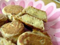 Mini Banana Pancake Bites    Ingredients:    1 or 2 ripe bananas (not overly ripe or mushy bananas)    Pancake Batter (try Hodgson Mills Buckwheat Pancake Mix.)    Directions:    Slice bananas into coins or diagonally  Coat with pancake batter  Lightly fry in pan until golden brown  Serve as Baby Finger Foods for snack or at breakfast time