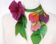 """""""dans mon Corbillon"""" felt necklace - Sautoir végétal à composer  et gt; LE FEUILLAGE / Laine feutrée"""