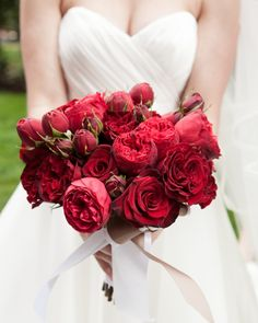 Attirant 29 Festive Ideas For A Christmas Wedding. Garden Rose BouquetGarden ...