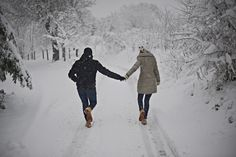 winter engagement session from Italy #snow #love #cute