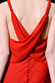 Valentino haute couture, fall 2011 crisscrossed and buttoned back - red dress Red Fashion, Fashion Details, High Fashion, Fashion Design, Couture Details, London Fashion, Fashion Outfits, Fashion Trends, Mode Style