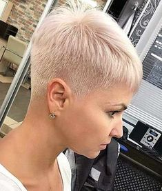 Today we have the most stylish 86 Cute Short Pixie Haircuts. We claim that you have never seen such elegant and eye-catching short hairstyles before. Pixie haircut, of course, offers a lot of options for the hair of the ladies'… Continue Reading → Short Hair Model, Short Thin Hair, Short Grey Hair, Short Blonde, Short Hair Cuts For Women, Short Hair Styles, Super Short Pixie, Ash Blonde, Platinum Blonde
