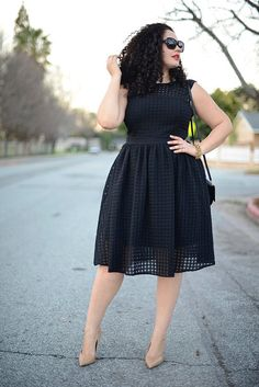 Girl With Curves: Checkered Midi Sleeveless Black Dress Curvy Girl Fashion, Love Fashion, Plus Size Fashion, Style Fashion, Plus Size Dresses, Plus Size Outfits, Look Girl, Looks Plus Size, Mode Shop