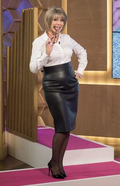 Ruth Langsford accuses Eamonn Holmes of dressing her like a 'sexy secretary' during This Morning fashion segment Sexy Older Women, Classy Women, This Morning Fashion, Ruth Langsford, Elegantes Outfit, Rocker, Black Leather Skirts, Mature Fashion, Sexy Skirt