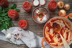 My favorite homemade tomato sauce. My Recipes, Cooking Recipes, Healthy Recipes, Homemade Tomato Sauce, Pan Bread, Salsa Verde, Food And Drink, Veggies, Saveur