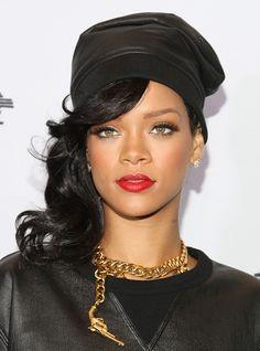 Cool mit Hut: Rihannas lockiger Side Swept
