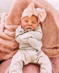 My sweet baby 💕 Born on at pm, weighing 6 lbs 13 oz! 2 weeks ear… My sweet baby 💕 Born on [. Lil Baby, Baby Kind, Little Babies, Cute Babies, Cute Baby Pictures, Baby Photos, Easy Style, Future Mom, Foto Baby