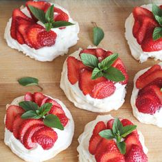 Strawberry Mini Pavlovas are easy to make. Learn how to make a meringue with step-by-step photos. You can use any kind of fruit on top of the Pavlovas and whipped cream. Pavlova Cake, Mini Pavlova, Pavlova Recipe, Strawberry Pavlova, Cake Recipes, Dessert Recipes, Kiwi Recipes, Rhubarb Cake, Plum Cake
