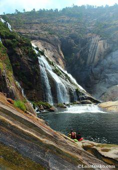 Mirador y cascada del Ézaro, donde el río Xallas se funde con el Océano Atlántico