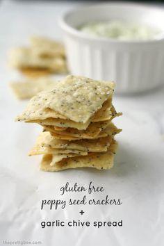 Creamy garlic chive spread and gluten free poppy seed crackers. A great summer appetizer! Vegan Snacks, Easy Snacks, Yummy Snacks, Healthy Snacks, Vegan Appetizers, Seed Crackers Recipe, Gluten Free Crackers, Cracker Recipe, Vegan Gluten Free