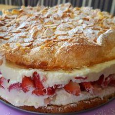 Schneemousse Erdbeertorte French Fruit Tart Recipe, Fruit Tart Glaze, Easy Fruit Tart, Fresh Fruit Tart, Juicy Fruit, Fruit Cake Watermelon, Best Fruitcake, Apricot Cake, Sweet Pastries