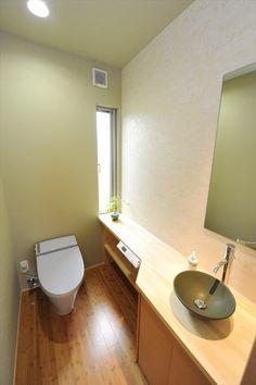 180゜視界が広がるパノラマフルオープンリビングのある家 Toilet Design, Sink Design, Japanese Modern, Japanese House, Modern Toilet, Natural Interior, Powder Room, Bathroom, Home Decor
