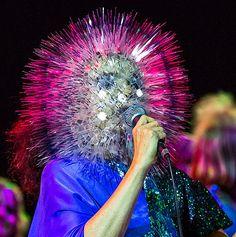 bjork head piece designed by maiko takeda Ovid Metamorphoses, Meg White, Crazy Hair, Weird Hair, Pop Art Girl, Weird Dreams, Masks Art, Surreal Art, Hair Pieces
