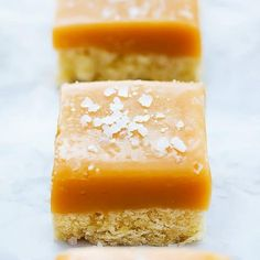Over 15 amazingly delicious shortbread cookies recipes to try! From classic to chocolate there's nothing like the buttery texture of shortbread cookies! Salted Caramel Bars, Caramel Shortbread, Shortbread Bars, Caramel Recipes, Just Desserts, Delicious Desserts, Cookie Recipes, Dessert Recipes, Cream Cheese Chicken