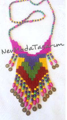 #weavingnecklace Fiber Art Jewelry, Jewelry Art, Weaving Designs, Diy Crafts Hacks, Soutache Jewelry, Bead Weaving, Macrame, Crochet Necklace, Crochet Patterns