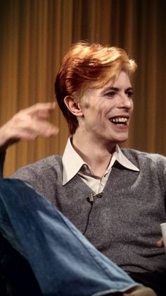 Image about david bowie in music by Katlyn on We Heart It Freddie Mercury, Jason Newsted, Stevie Nicks, Fleetwood Mac, Rolling Stones, David Bowie Pictures, Ziggy Played Guitar, David Bowie Ziggy, Bowie Starman