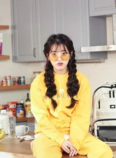 cr: 6700dm Iu Fashion, Korean Fashion, Korean Girl, Asian Girl, Kpop Hair, Iu Hair, Kim Chungha, Poses, Girl Inspiration