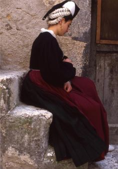 http://www.scanno.org/images/costume_scannese/Scanno_costume_04.jpg Abruzzo