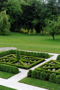 formal garden - obsessed with parterres Boxwood Garden, Topiary Garden, Garden Care, Formal Gardens, Outdoor Gardens, Formal Garden Design, Garden Styles, Dream Garden, Garden Planning