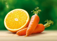 Favorecen el buen funcionamiento del organismo y, además, tienen propiedades 'antienvejecimiento'  De forma genérica, las frutas y verduras contienen vitamina C (ayuda a mantener una función normal del sistema inmune y está especialmente presente en cítricos, como las naranjas, también en la piña y los tomates). También son buena fuente de Vitamina E y betacarotenos (provitamina A), con propiedades antioxidantes, que actúan contra los radicales libres, de modo que contribuyen al…