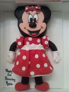 Minnie Mouse Cake, I need to make this for my daughters birthday!!