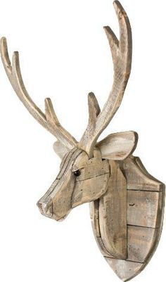 Add this Recycled Wooden Deer Head Hanging Wall Décor to your home decor. Rustic in style, it is a fantastic addition to a cabin. Wooden Projects, Wooden Crafts, Wooden Diy, Wooden Wall Decor, Diy Wall Decor, Diy Home Decor, Wood Deer Head, Wood Animal, Wooden Pallets