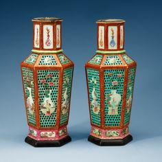 A PAIR OF FAMILLE ROSE VASES, QING DYNASTY, QIANLONG (1736-95).