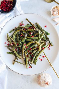 10 Most Misleading Foods That We Imagined Were Being Nutritious! Charred Green Beans With Pomegranate Seeds - The Healthy Maven Fast Healthy Meals, Easy Healthy Recipes, Whole Food Recipes, Skinny Recipes, Eating Healthy, Drink Recipes, Healthy Food, Healthy Living, Healthy Side Dishes