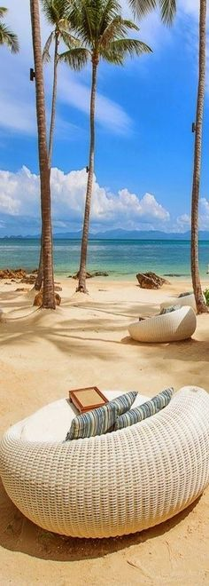 ○ Koh Samui, Thailand. Relaxing in beach chairs