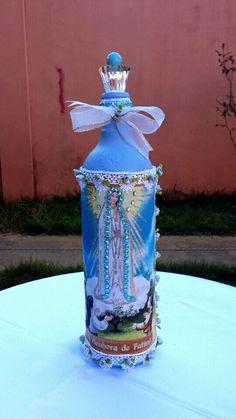 Evangelizando através da arte! Garrafa decorativa Nossa Senhora de Fátima.