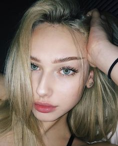 Scarlett Leithold, Summer Outfit For Teen Girls, Ashley Smith, Bad Girl Wallpaper, Girls Tumbler, Best Selfies, Absolutely Gorgeous, Beautiful, Photo Tips