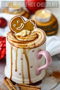 Homemade gingerbread hot chocolate is the perfect Christmas drink. This gingerbread spice infused hot chocolate warms you up & gets you into the festive mood. via Drinks Gingerbread Hot Chocolate - Happy Foods Tube Christmas Cocktail, Christmas Drinks, Christmas Desserts, Christmas Holidays, Christmas Treats, Hot Chocolate Xmas, Hot Chocolate Recipes, Homemade Hot Chocolate, Chocolate Food