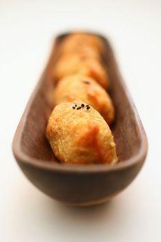 Inari-zushi, sushi rice packed in seasoned aburaage fried tofu pouches いなり寿司