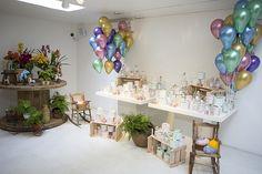 Festa infantil de 3 anos com decoração inspirada no carrossel dos parques infantil antigos. Tons pastel para uma menina