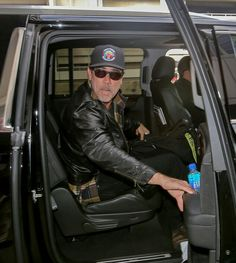 ~The Walking Dead's Jeffrey Dean Morgan jets back into LAX after promoting zombie hit at NY Comic-Con