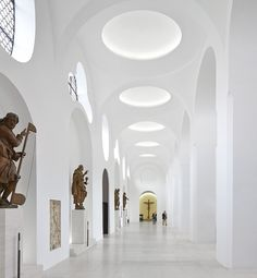 Interior Remodeling of St. Moritz Church. Sankt Moritz, Augsburg, Germany. Archi: John Pawson. Photo: Hufton+Crow.