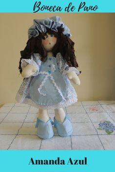 Boneca de Pano Amanda confeccionada em tecido 100 algodão .Ela usa avental e toquinha combinando com a estampa floral do vestido,sapato feito com feltro e tecido.Cabelo confeccionado em tecido desfiado. Fica em pé sozinha Ótima para as brincadeiras das crianças e para decorar o quarto