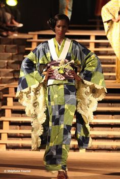 """WAFRICA by Serge Mouangue (another salute to """"cultural blending"""") Cameroonian-born, Tokyo-based designer Serge Mouangue is the beautiful mind behind these lovely kimonos. Blessed to have his designs. Traditional Japanese Kimono, Traditional Fashion, Traditional Outfits, Japanese Geisha, African Inspired Fashion, African Fashion, African Outfits, African Style, Look Kimono"""