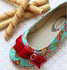 Little girl shoes. Joyfolie