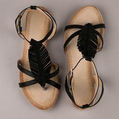 Sandales plates en simili cuir rehaussées de feuilles déchirées avec strass
