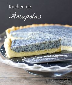 {recipe in English and Spanish} Poppy seed tart, a German kuchen. This will be the talk of your party. Sweet Recipes, Cake Recipes, Dessert Recipes, Desserts, Tortas Light, Chilean Recipes, Chilean Food, Poppy Seed Cake, Galette