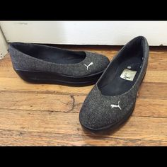 puma dark grey wedge shoes. dark grey tweed pattern. black rubber soles. worn but in great condition! tread still looks great. clean, but some discoloration on inner soles. Puma Shoes Flats & Loafers