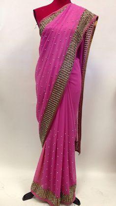 Chiffon Saree, Georgette Sarees, Plain Saree With Heavy Blouse, Mirror Work Saree, Bridesmaid Saree, Modern Saree, Stylish Sarees, Saree Look, Work Sarees